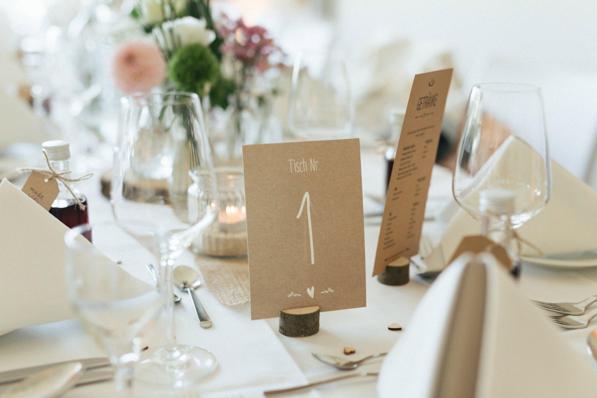 Tischdeko bei der Hochzeit in der Globetrotter Lodge auf dem Aschberg