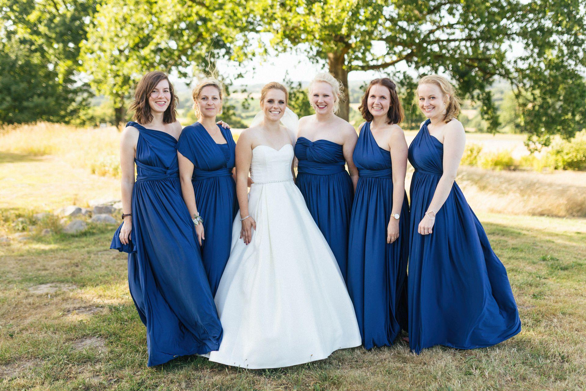 Gruppenfoto bei der Hochzeit in der Globetrotter Lodge auf dem Aschberg