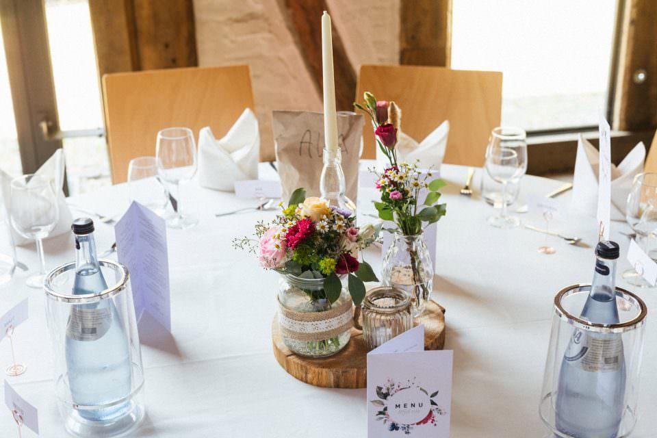 Tisch-Deko bei einer Hochzeit in der Bötjerschen Scheune in Worpswede bei Bremen